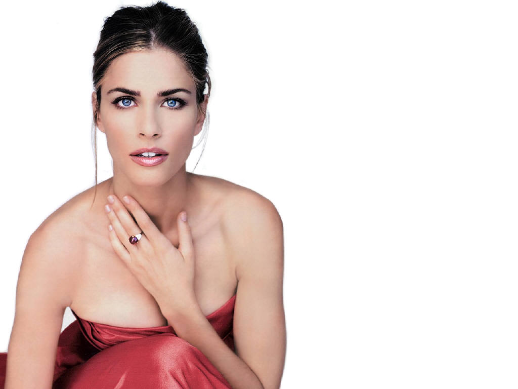 AMANDA PEET HAND ON NECK