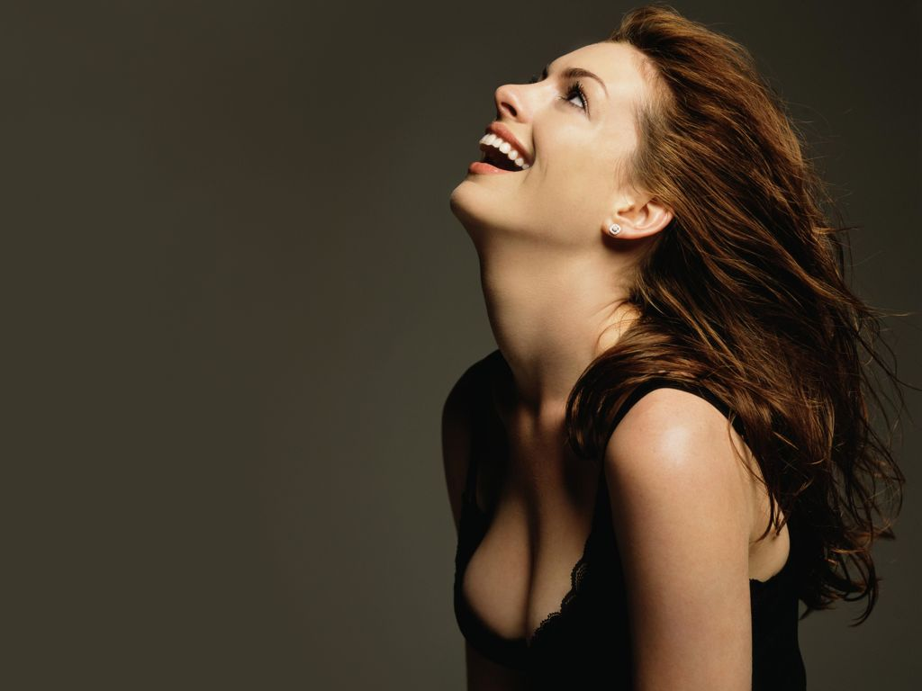 anne hathaway sexy wallpaper images