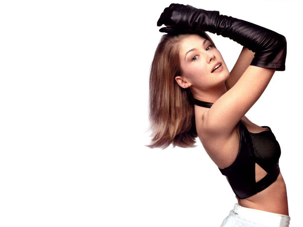 rosamund pike black gloves